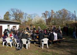 Diskussionsrunde am POG-Vereinshaus