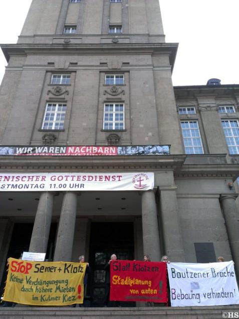 Plakatiertes Rathaus Schöneberg, 14.5.13